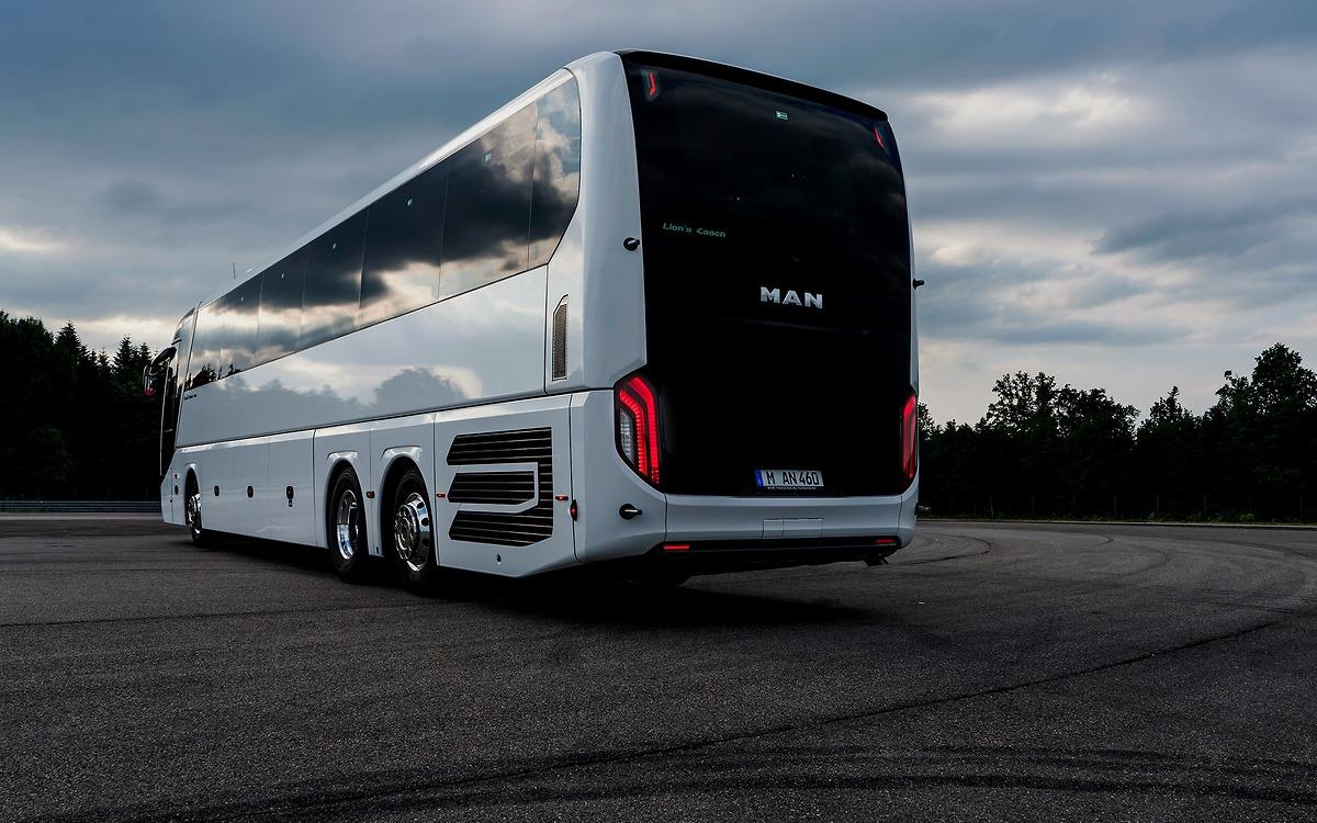 Задняя часть MAN Lion's Coach: современный дизайн и функциональность